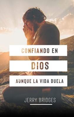 Confiando En Dios Aunque la vida Duela (Rústica)